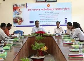 Description: Description: C:\Documents and Settings\nasheeba\Desktop\UNDP CO\Inside Story\pics.May5\Deputy Commissioner, Lalmonirhat delivering his speech as Chief Guest at the media workshop on April 24, 2011 at DC's Conference Room, Lalmonirhat.JPG